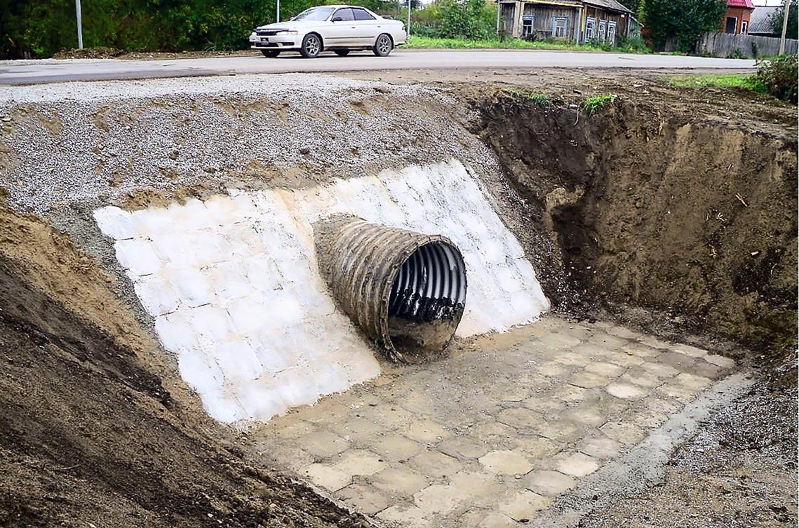 О технологии одновременной укладки насыпи автодороги и водопропускного трубопровода из ТПСС в ней . 8/2017. Фото 5