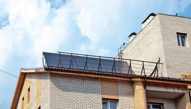 Солнечные коллекторы Logasol SKS 4.0-s на крыше энергоэффективного дома