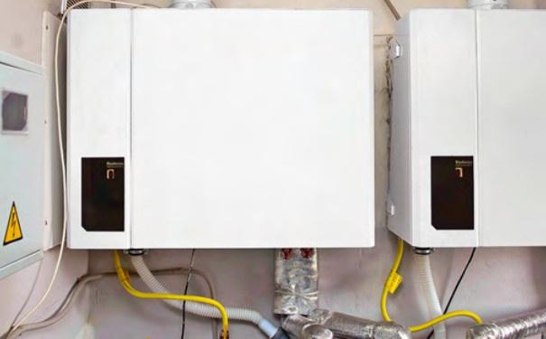 Отопительный конденсационный котел Buderus Logamax plus GB112 мощностью 43 кВт, оснащенный циркуляционным насосом с плавным регулированием