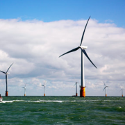 World's largest offshore wind farm generates first power Фото №1