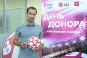 Футбольный День донора LG и ivi с Романом Широковым