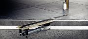 Прочная металлическая рама, положение которой можно регулировать по уровню пола четырьмя монтажными