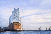 Эльбская филармония подняла над Гамбургом свои архитектурные паруса, чтобы покорить мир музыки. (Фот