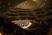 Большой концертный зал вмещает около 2100 человек, но ни один слушатель не находится далее 30 метров