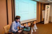 Дмитрий Зражевский из компании АМКАД демонстрирует решения liNear
