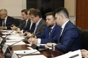 Справа налево: Заместитель директора Фонда Росконгресс Армен Хачатрян, генеральный директор АО «Элек