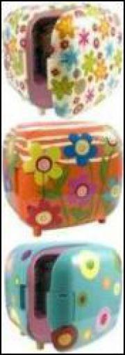 Серия миниатюрных холодильников с незабываемой окраской от Pylones