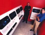 Видеореклама берёт пленных в общественных туалетах