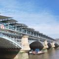 «Солнечная» крыша на мосту Блэкфрайарз в Лондоне запущена в эксплуатацию